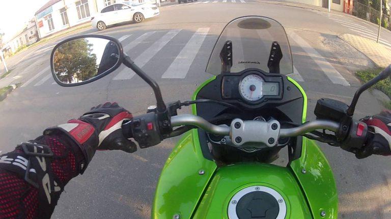 Как правильно держать руль мотоцикла