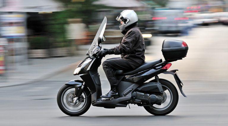 со скольки лет можно водить скутер