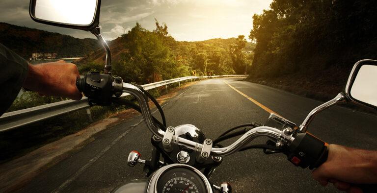 Где научится водить мотоцикл