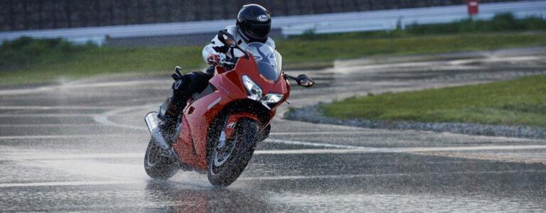 как ездить на мотоцикле во время дождя