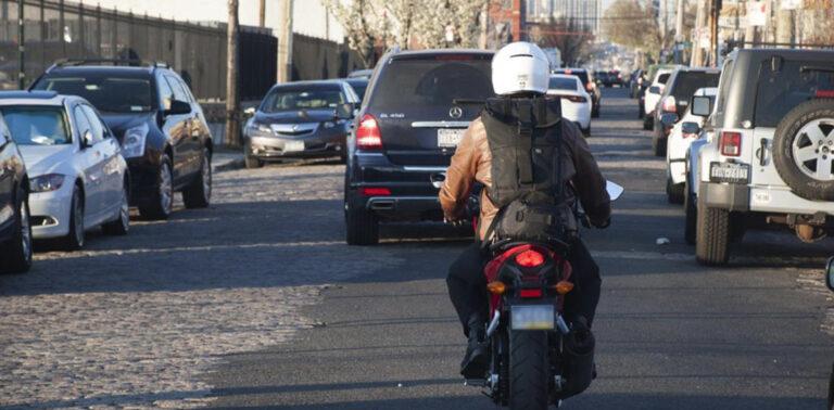 мотоцикл и автомобиль
