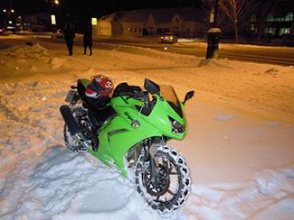 как завести мотоцикл зимой