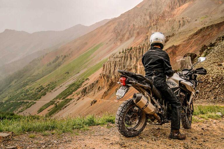 управление мотоциклом на грунтовке